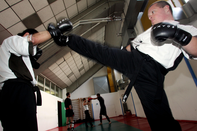 Kick boxing circolo culturale giovanile di porta romana - Allenamento kick boxing a casa ...